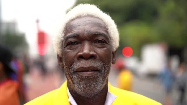 portrait of smiling senior man - латинская америка стоковые видео и кадры b-roll
