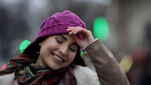 portrait of smiling young woman with brunette hair in a city - giovane nell'animo video stock e b–roll