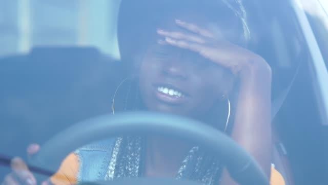 vídeos de stock e filmes b-roll de portrait of stressed african woman in car - apertar atividade física