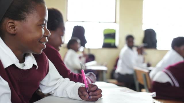 のポートレート、若いアフリカスクールガール ビデオ