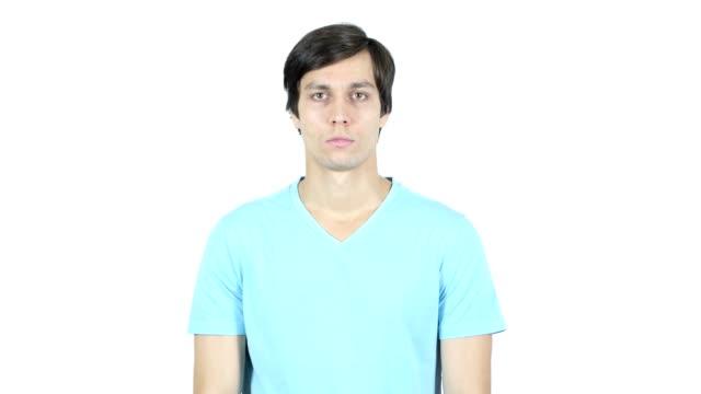 vídeos de stock e filmes b-roll de portrait of young casual man, white background - trabalho de design