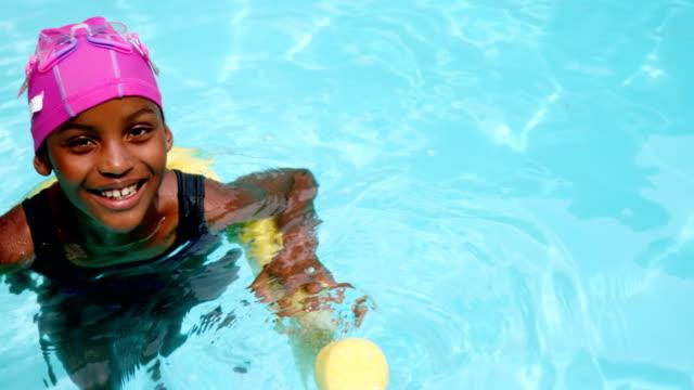 vídeos y material grabado en eventos de stock de retrato de joven con tubo inflable de la natación - natación
