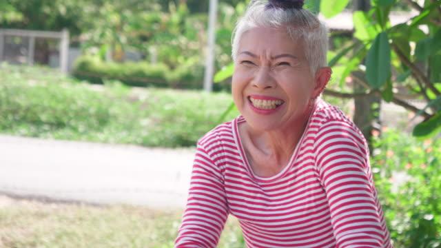 porträtt senior kvinna - mature women studio grey hair bildbanksvideor och videomaterial från bakom kulisserna