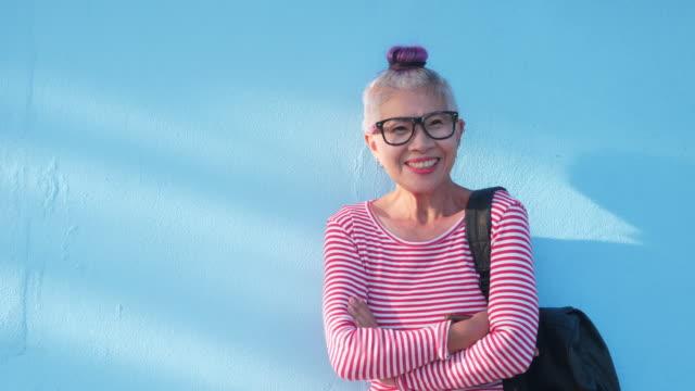 肖像画先輩女性 - スタイリッシュ点の映像素材/bロール
