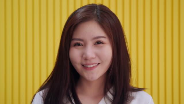 portrait smiling beautiful girl and looking at camera - femminilità video stock e b–roll