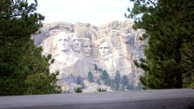 vídeos y material grabado en eventos de stock de close up: retratos de famosos presidentes talladas en mount rushmore en eeuu - mount rushmore