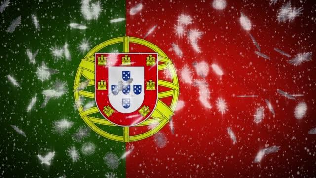 vídeos de stock e filmes b-roll de portugal flag falling snow loopable, new year and christmas background, loop - resultados lisboa