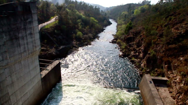 vídeos de stock e filmes b-roll de lindoso de portugal - vídeos de barragem portugal