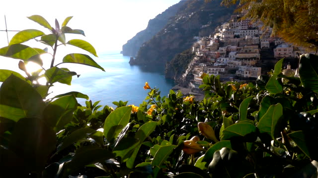 positano, beautiful mediterranean village on amalfi coast (costiera amalfitana) in campania, italy - mar mediterraneo video stock e b–roll