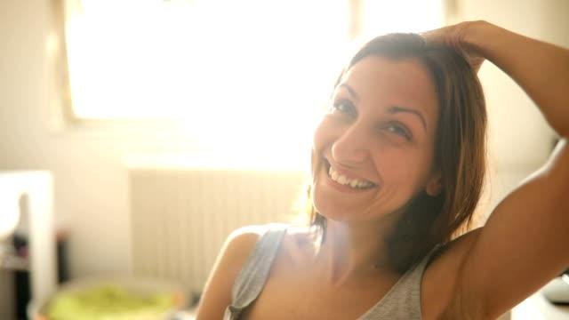 positive optimistic young woman - настоящая жизнь стоковые видео и кадры b-roll