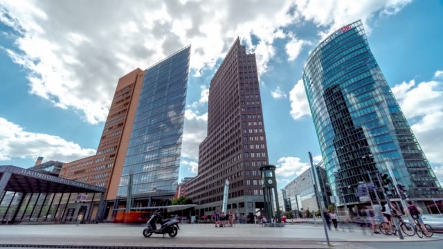 postdamer platz, deutschland, berlin / time lapse 4k video - stadtviertel stock-videos und b-roll-filmmaterial