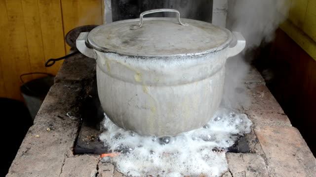 pot water boil flow fast video