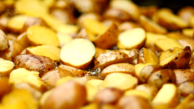 potatoes cooking on a huge frying pan. 50 fps - patate video stock e b–roll