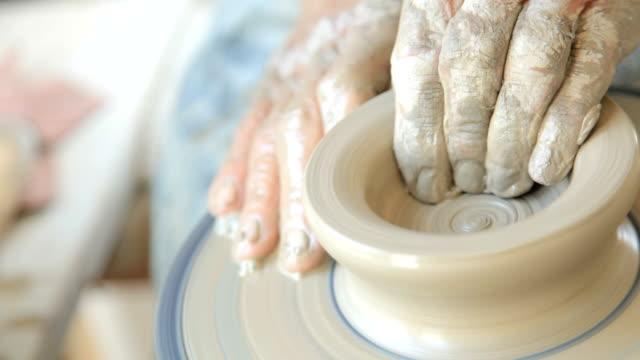 vídeos de stock, filmes e b-roll de potter criar - cerâmica artesanato