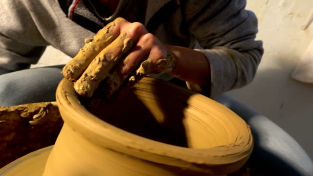 Pottery and Hand video