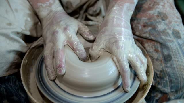 prodotti in ceramica - scultura video stock e b–roll