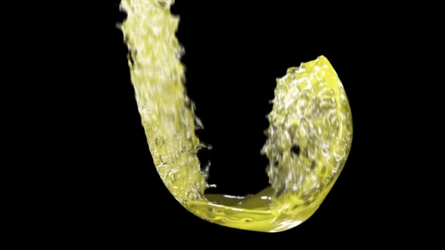 pouring alcohol in slow motion on black background - tasty movie filmów i materiałów b-roll