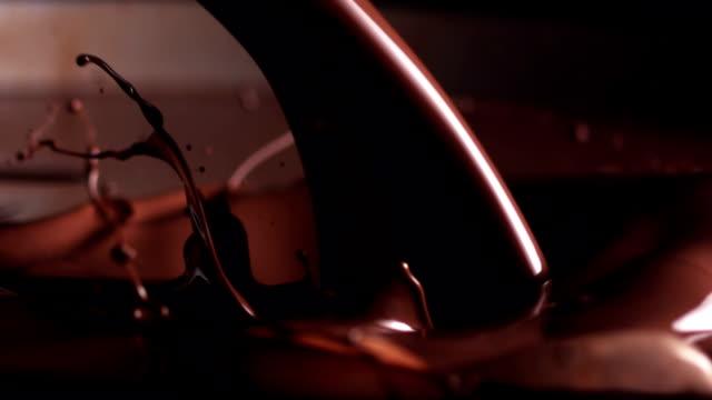 dökme çikolata - chocolate stok videoları ve detay görüntü çekimi