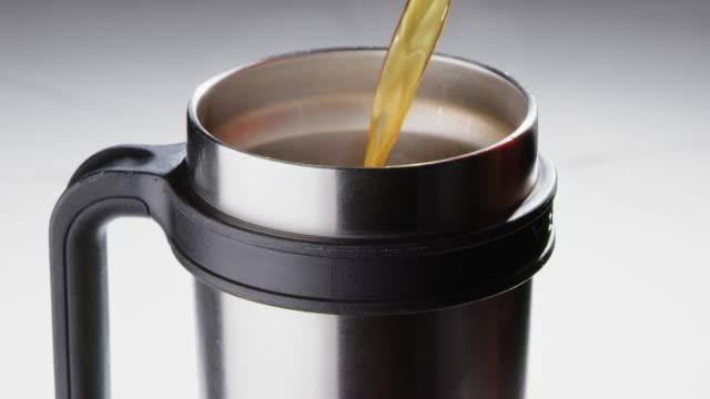 pouring coffee into a to go mug - yeti video stock e b–roll