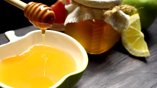 Pouring honey and fruit video