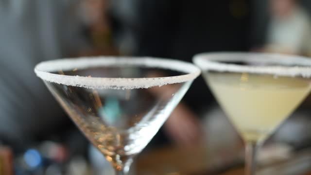 stockvideo's en b-roll-footage met gieten margarita cocktail in glas - martini