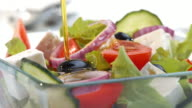 istock SLO MO PAN pouring oil over salad 482704424