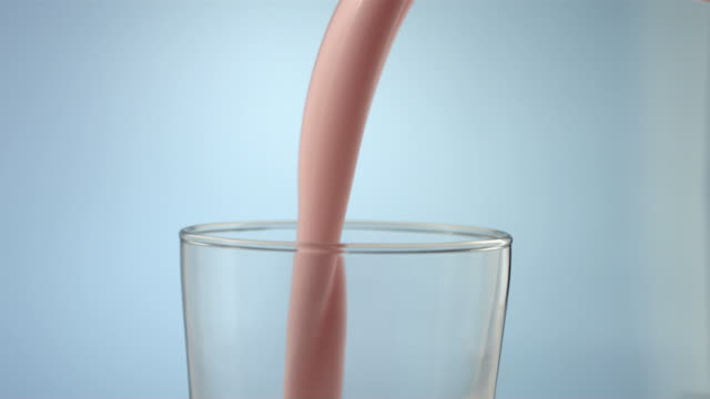 stockvideo's en b-roll-footage met pouring strawberry milk, slow motion - milkshake