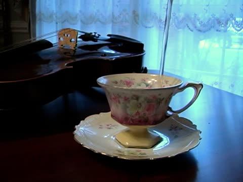 pouring tea - tefat bildbanksvideor och videomaterial från bakom kulisserna