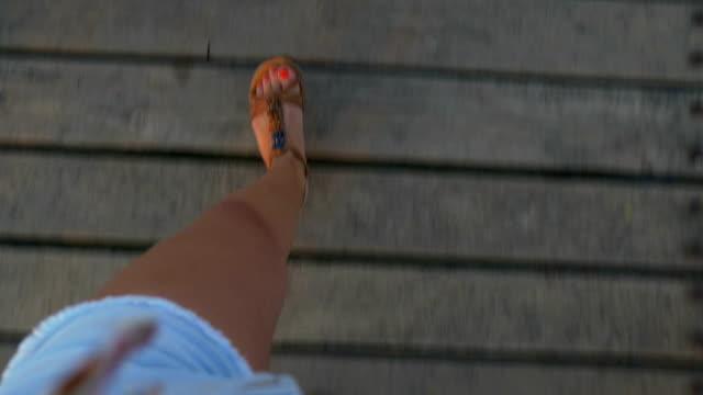 pov fötter av en kvinna som går på en ponton - människofot bildbanksvideor och videomaterial från bakom kulisserna