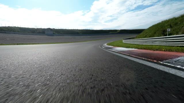 pov shot yolda araba yarış - pist stok videoları ve detay görüntü çekimi