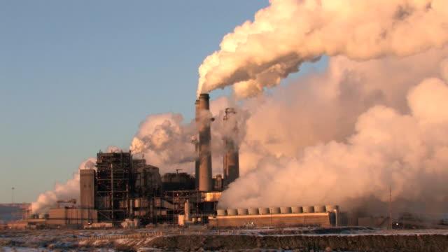 электростанция крупным планом уголь загрязнения hd - уголь стоковые видео и кадры b-roll
