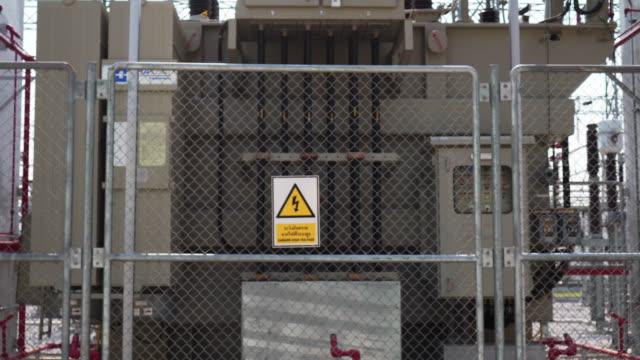 power plant,tilt up - sottostazione elettrica video stock e b–roll