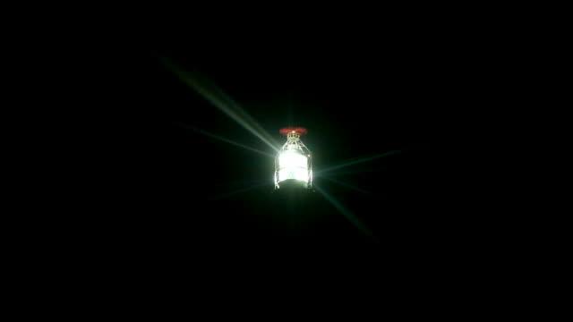 powerful lighthouse lighted - 投射 個影片檔及 b 捲影像