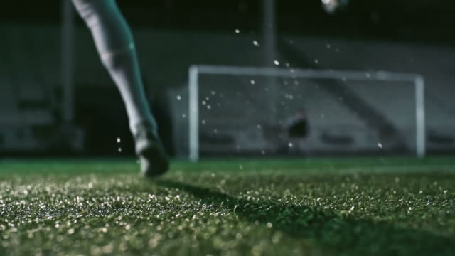 vídeos de stock e filmes b-roll de powerful soccer shot - chutar