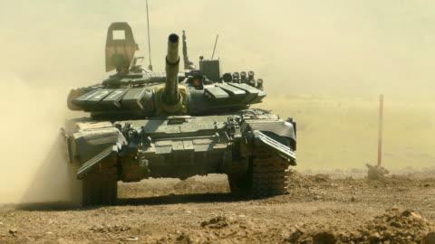 vídeos y material grabado en eventos de stock de tanque de gran alcance se mueve y gira la torre - rusia
