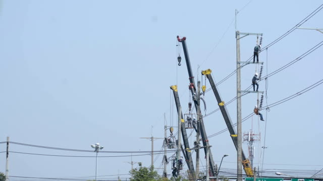 Powerline Workers -Time lapse video