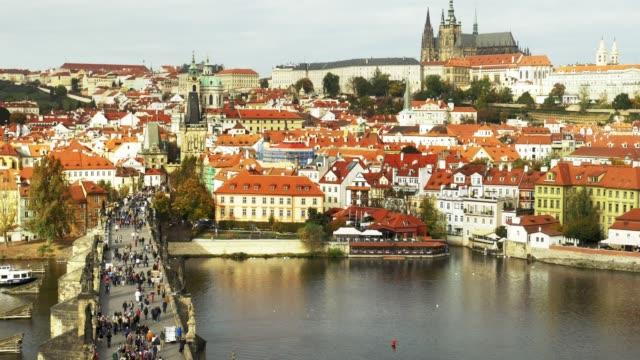 Prager Karlsbrücke und Hrad-Hügel – Video