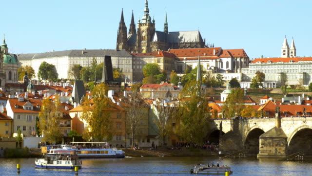 Prager Karlsbrücke und Hradcany-Hügel – Video