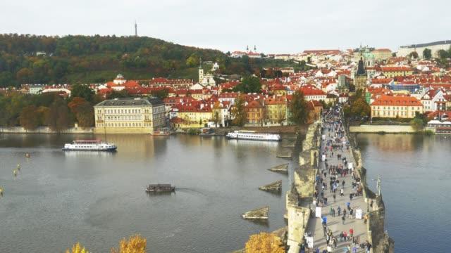 vidéos et rushes de pont charles de prague et la colline hradcany - saint nicolas
