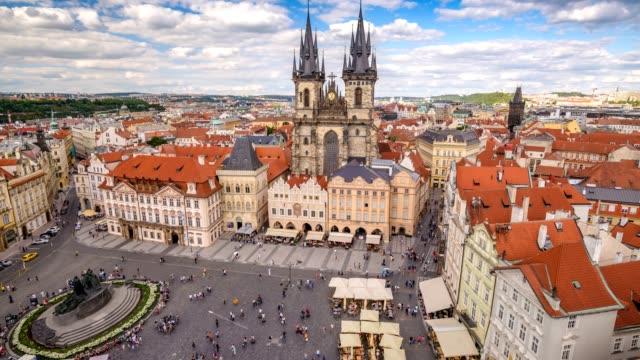 布拉格城市天際線 timelapse 布拉格老城廣場, 布拉格, 捷克共和國4k 時間失效 - 廣場 個影片檔及 b 捲影像