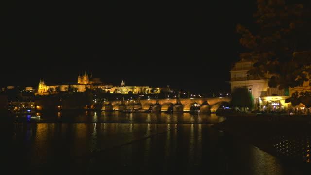 vidéos et rushes de horizon de prague la nuit - saint nicolas