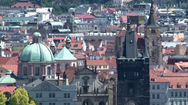 vidéos et rushes de paysage d'été de prague - saint nicolas