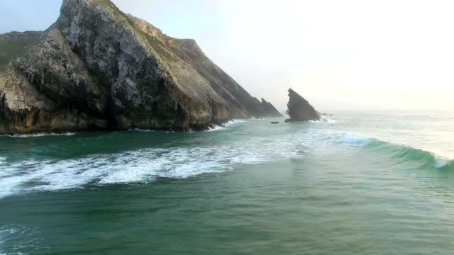 praia da adraga views on the coast of portugal - утёс стоковые видео и кадры b-roll