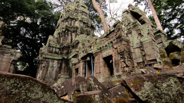 vídeos de stock, filmes e b-roll de templo prasat ta prohm, em siem reap, camboja - civilização milenar