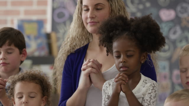 Praying in Sunday School video