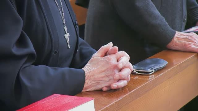 vídeos y material grabado en eventos de stock de rezar monja - hermana