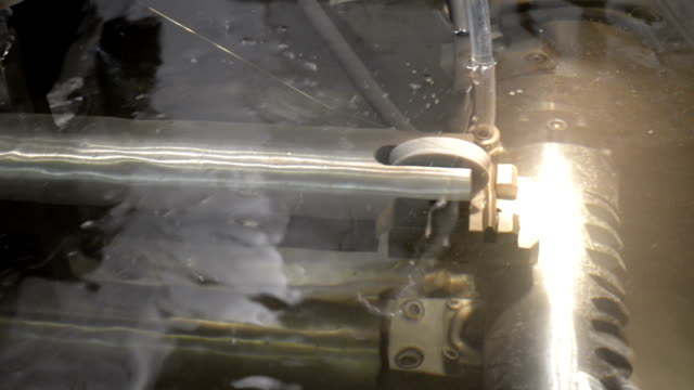 precision cutting of metal parts - elektroda filmów i materiałów b-roll