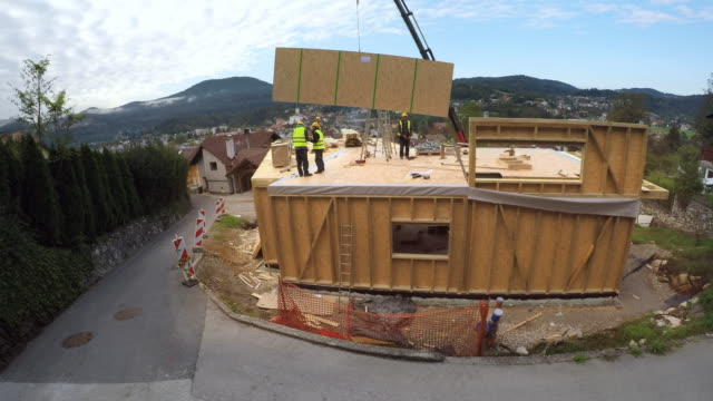 TIME-LAPSE Prefabricated wooden home being built