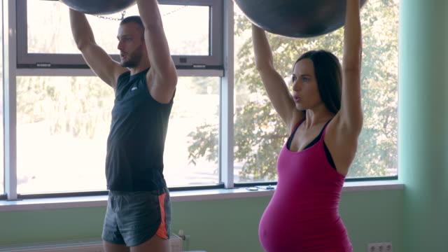 妊娠/出産 - スポーツ用品点の映像素材/bロール