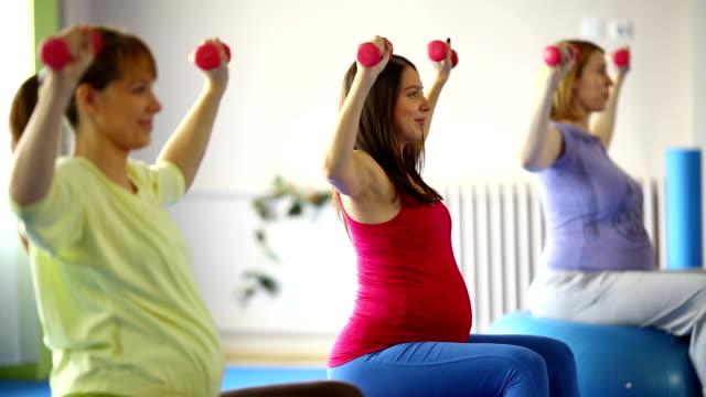 妊娠中のエクササイズ。 - 重い点の映像素材/bロール